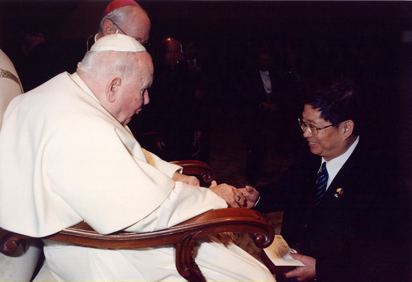 pope02.jpg